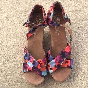 Toms wedges in multicolor